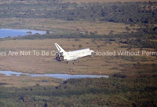 STS-56 Landing (Space Shuttle Discovery) GPN-2000-0000511