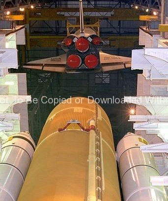 STS-70 Mating (Discovery) GPN-2000-000977