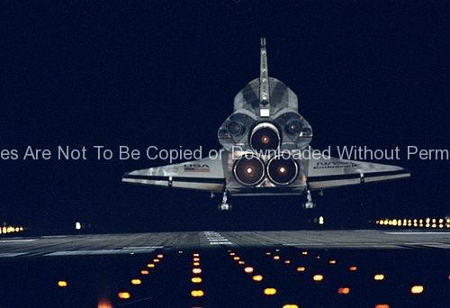 STS-72 Landing (Endeavour)  GPN-2000-000971