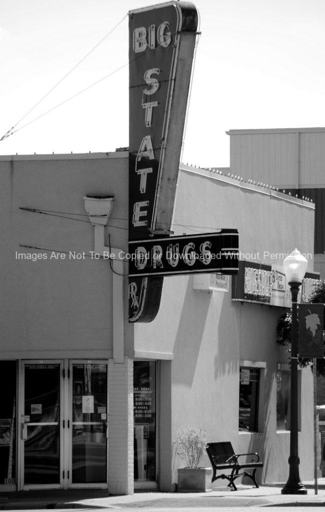 Vertical photo of Big State Drugs in Downtown Irving,TX